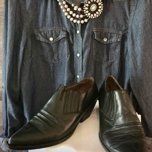 Ladies Guess Black Size 7.5  Western Ankle Boots